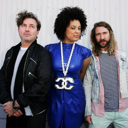 Sneaky Sound System - Pictures On (Funkagenda Bootleg)
